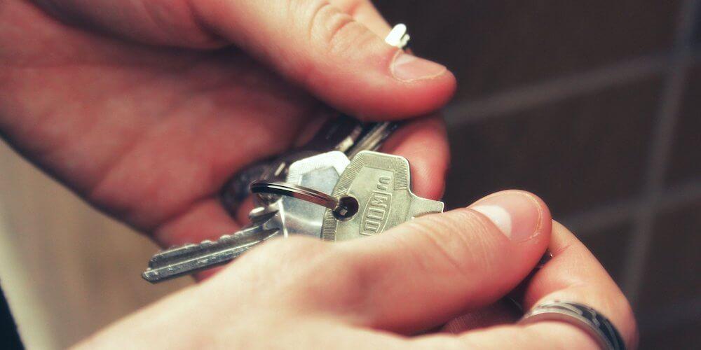 house keys in hands