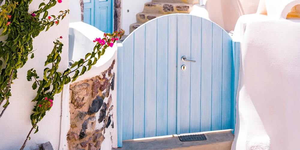 secure your side gate, a blue gate with handle and lock